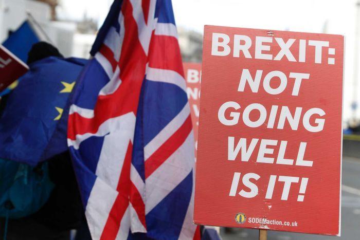 Brexit, Camera boccia uscita senza accordo con Ue