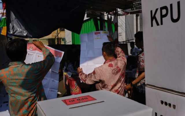 Indonesia, morti 270 scrutatori per stanchezza