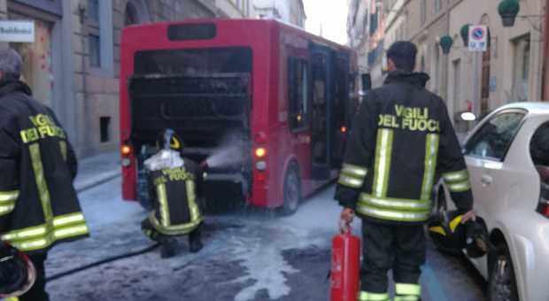 bus elettrico fiamme roma
