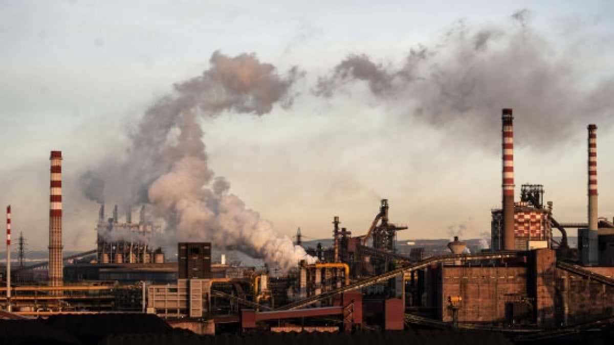 Pressing dei sindacati su Di Maio: ArcelorMittal deve revocare la cassa integrazione