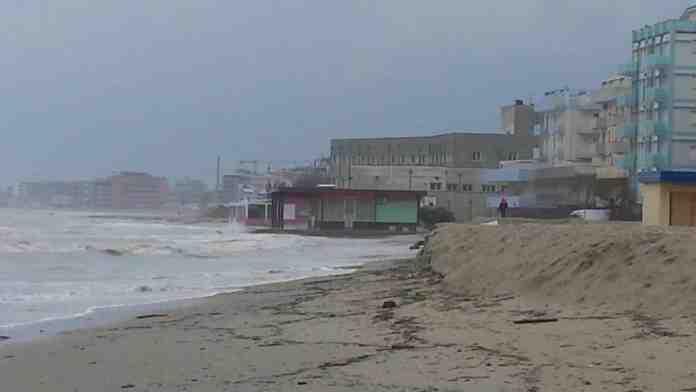 Maltempo vento raffiche costa adriatica