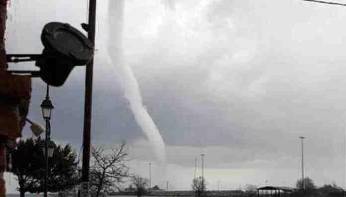 grecia tornado turisti morti