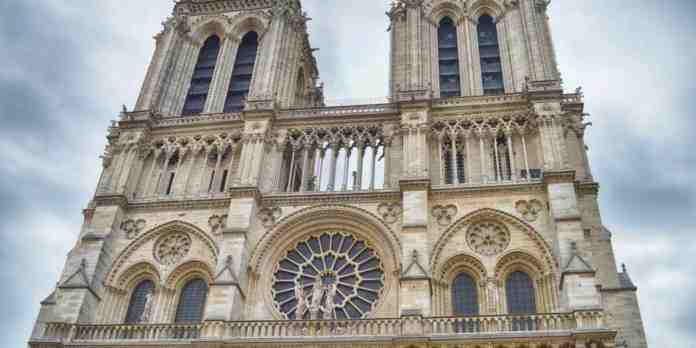 notre dame parlamento francese restauro
