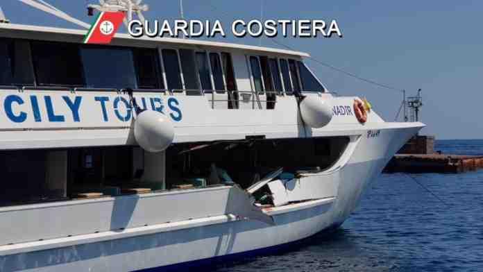 incidente eolie traghetto yacht