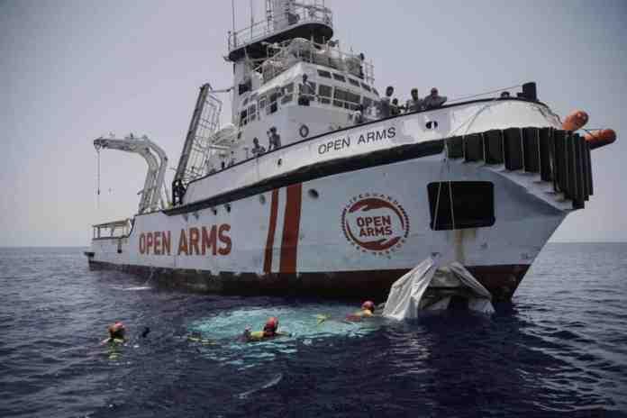 open arms migrante acqua mare recuperato