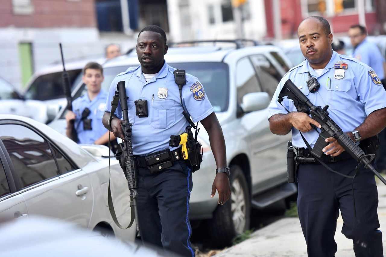 Sparatoria a Philadelphia, uccisi almeno quattro agenti di polizia