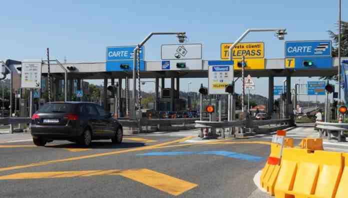 autostrade aumento pedaggi rinviato