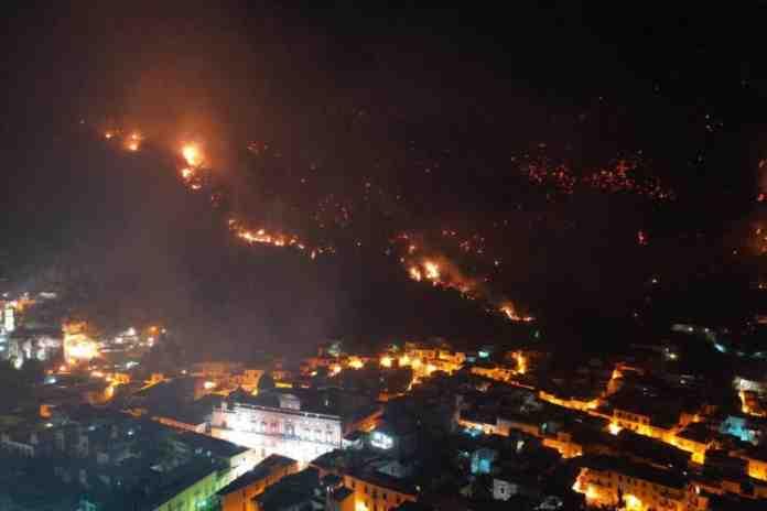 incendio sarno notte sindaco
