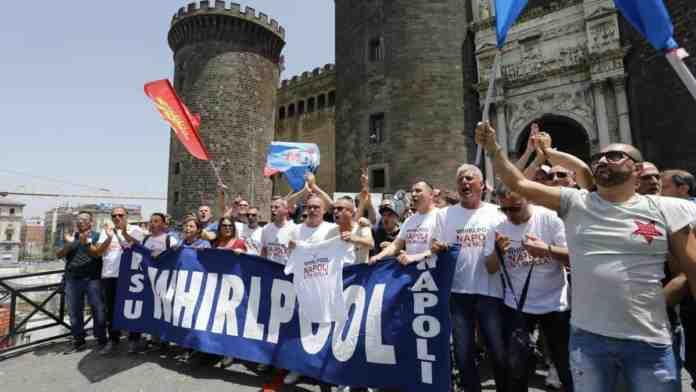 whirlpool napoli tensione sindacati