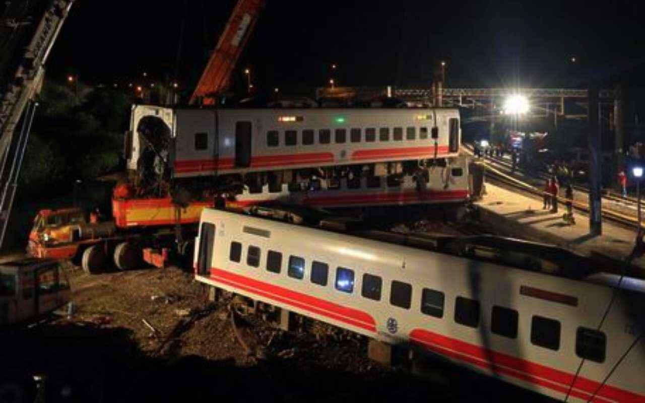 taiwan treno deragliato