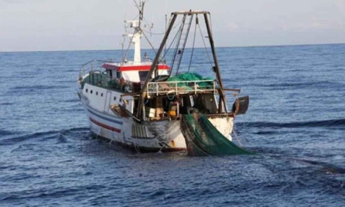 peschereccio italiano cipro attaccato
